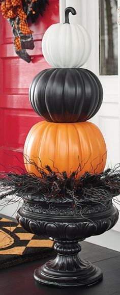 Halloween Crafts - Put a designer spin on decorating with gourds. Our Halloween Stacked Pumpkins are both witty and stylish. Halloween 2018, Porche Halloween, Casa Halloween, Holidays Halloween, Halloween Pumpkins, Halloween Crafts, Happy Halloween, Halloween Porch Decorations, Outdoor Halloween