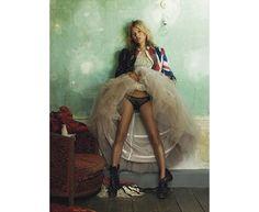 Kate Moss par Mario Testino, 2008, estimation entre £10 000 et 15 000 http://www.vogue.fr/mode/news-mode/diaporama/kate-moss-chez-christie-s/14265#!kate-moss-par-mario-testino-2008-estimation-entre-10-000-et-15-000