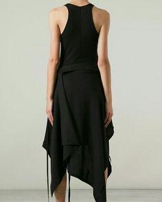Visions of the Future // Yohji Yamamoto Estilo Lolita, Dark Fashion, Fashion Fashion, Street Fashion, Yohji Yamamoto, Mode Style, Japanese Fashion, Day Dresses, Women Wear