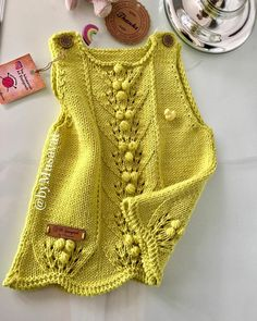Knitting For Kids, Baby Knitting Patterns, Knitting Designs, Hand Knitting, Girls Knitted Dress, Knitted Baby Clothes, Crochet Clothes, Baby Girl Dresses, Baby Dress