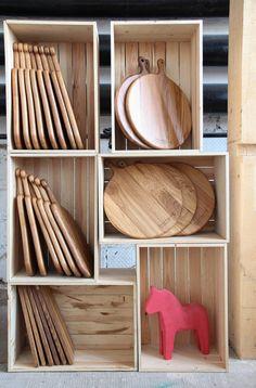 ПОРТФОЛИО Pallette Furniture, Wood Furniture, Wooden Projects, Wooden Crafts, Diy Wool Felt, Wooden Platters, Wood Lamps, Wood Cutting Boards, Wooden Decor