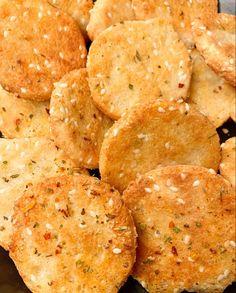 Keto Crackers Recipe, Low Carb Crackers, Coconut Flour Crackers Recipe, Ketogenic Recipes, Low Carb Recipes, Cooking Recipes, Steak Recipes, Diet Recipes, Recipies