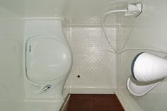 Or you are planning to create a new style in your RV by making some changes to your RV Camper interior design. The bathroom is one of the most frequently revamped. What about your RV Camper ? Motorhome, Camper Bathroom, Small Rv, Small Space, Vintage Rv, Vintage Trailers, Diy Rv, Shower Remodel, Small Bathroom