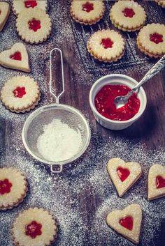 galletas-mermelada-fresa Xmas Cookies, Brownie Cookies, Biscuits, Fun Deserts, Dessert Bars, Christmas Desserts, Cakes And More, Diy Food, Love Food