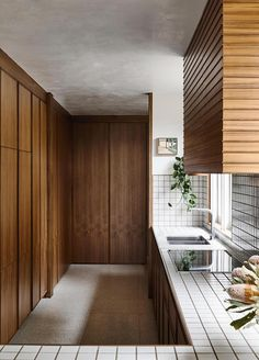 Robin Boyd's Pettigrew Residence in Melbourne Transformed by Flack Studio. Victorian Terrace, Victorian Homes, Flack Studio, Mission Style Homes, Maximalist Interior, Timber Beams, Melbourne House, Highland Homes, Bedroom With Ensuite