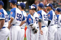 njured Atlanta Braves pitcher Kris Medlen (center) lines up with teammates before the season opener against the New York Mets
