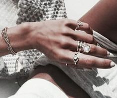 Image discovered by E M M A. Find images and videos about accessories, rings and fashion on We Heart It - the app to get lost in what you love. Dainty Jewelry, Jewelry Accessories, Women Jewelry, Anklet Jewelry, Jewelry Sets, Jewelry Rings, Silver Jewelry, Mickeal Kors, Pinterest Instagram