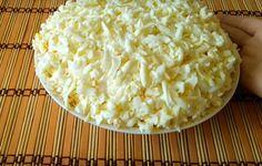 Oricât aș face, tot nu ajunge – Salată albă și ușoară, ca o rochie de mireasă – Pentru această rețetă gustoasă, aveți nevoie de următoarele ingrediente: Ingrediente necesare: 600 g pui afumat 10 ouă 200 g brânză topită 2 cepe 2 linguri oțet 200 ml apă maioneză Mod de preparare: 1. Pentru început, punem la … Valentines Day Food, Russian Recipes, Macaroni And Cheese, Good Food, Food And Drink, Blog, Cooking, Ethnic Recipes, Gluten Free