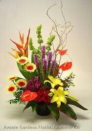 I like this arrangment Contemporary Flower Arrangements, Large Flower Arrangements, Church Flowers, Funeral Flowers, Memorial Flowers, Sympathy Flowers, Arte Floral, Flower Show, Tropical Flowers
