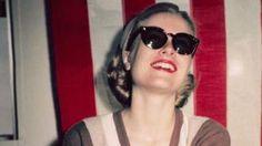 Perle, foulard, mocassini è Grace-mania