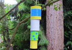 Me encanta hacer proyectos con latas recicladas y las campanas de viento son una de mis cosas favoritas para hacer con mis niños. Las campanas de viento so