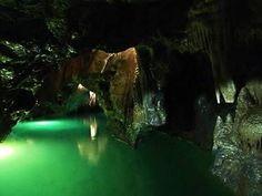 Punkevní jeskyně s propastí Macocha v Moravském krasu