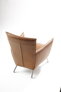 Armchair Cheo designed by Gerard van den Berg in 1994. Despite its limited volume, the chair still a tough look.