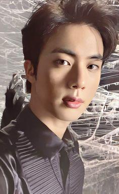 #bts #bangtan #bangtansonyeondan #bangtanboys #kimnamjoon #kimseokjin #minyoongi #junghoseok #parkjimin #kimtaehyung #jeonjungkook #army #kpop #fff #flf  @trapvt._ ©ourilsan Bts Jin, Bts Taehyung, Bts Bangtan Boy, Seokjin, Hoseok, Foto Bts, Jonghyun, V Smile, Min Yoonji