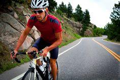 Boire et manger avant, pendant et après une course à pied ou à vélo est un casse-tête pour bien des adeptes de ces sports. Comment franchir le fil d'arrivée sans être sous-alimenté ou déshydraté? Des spécialistes et des athlètes partagent leurs connaissances et leurs trucs.