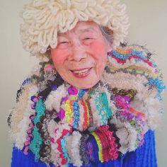 Beaming 93-Year-Old Gleefully Models Granddaughter's Colorful Weavings - My Modern Met