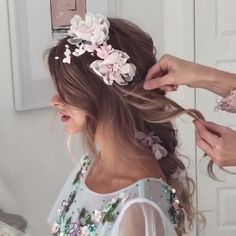 Do you wanna learn how to styling your own hair? Well, just visit our web site to seeing more amazing video tutorials! Cute Prom Hairstyles, Down Hairstyles, Wedding Hairstyles, Hairstyle Ideas, Curly Prom Hair, Prom Hair Updo, Easy Braided Updo, Updo Tutorial, Half Up Half Down Hair