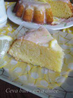 Reteta culinara Tort cu lamaie si glazura din categoria Torturi. Cum sa faci Tort cu lamaie si glazura Vanilla Cake, Cheesecake, Desserts, Tailgate Desserts, Deserts, Cheesecakes, Postres, Dessert, Cherry Cheesecake Shooters