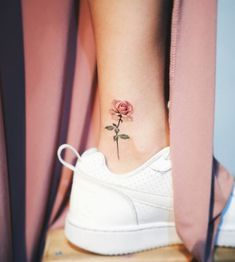 80 Adorable Ankle Tattoos That All Deserve Oscars - Ankle Tattoo Designs Mini Tattoos, New Tattoos, Body Art Tattoos, Small Tattoos, Tatoos, Foot Tattoos, Tattoo Diy, Get A Tattoo, Tattoo Shop