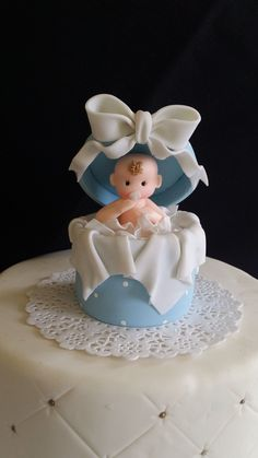 Baby shower Cake Topper, Beautiful and Elegant Handmade Baby in a Surprise box Cake topper Excellent for Girls and Boys Baby showers theme events made of Cold Porcelain These Surprise baby in a box ca