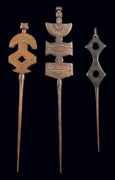 Africa 3 Hairpins from the Zaramo people of Tanzania Wood with brown patina a Zaramo or Kwere husband gave his wife a hairpin either when the first daughter was born or when they moved into their own house. Afterwards the hairpins were worn as ornam African Jewelry, Tribal Jewelry, Jewelry Art, Hair Jewellery, Jewelry Ideas, Tribal Hair, Art Tribal, African Masks, African Art