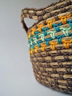 crochet basket with rope, szydełkowy koszyk, koszyk na szydełku, koszyk ze sznurka, sznurek, włóczka, szydełkowe kwiatki