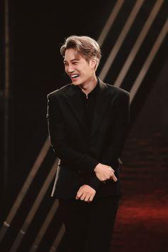 You look so happy Baekhyun Chanyeol, Exo Kai, Kaisoo, Steven Universe, Rapper, Exo Korea, Park Hyung, Exo Lockscreen, Dancing King