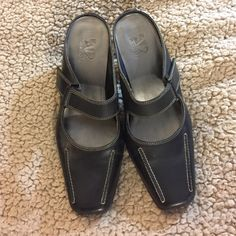 "A2 Aerosoles Heels A2 Aersosoles slip on Maryjanes heels. Heel height is 2 1/2"".  Size 7.  Only worn a handful of times. Great condition.  Perfect addition to any work outfit.  Wear with dressy slacks or a skirt! AEROSOLES Shoes Heels"