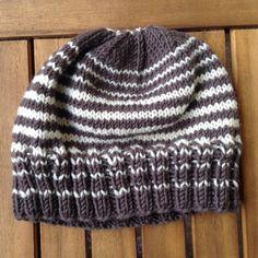 10 free adult knit hat bosses in French - Knitting 02 Knit Hat For Men, Hats For Men, Newborn Crochet Patterns, Knitting Patterns, Hat Patterns, Models Men, Baby Hut, Bonnet Hat, Owl Hat