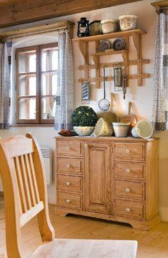 Komoda v prázdninovém domě Majdalenka Kitchen Hutch, Kitchen Cart, Cozy Cottage, Cottage Ideas, Wood Doors, China Cabinet, Rustic Decor, Living Room, Furniture