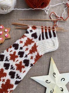 Knitting Socks, Christmas Stockings, Knit Crochet, Xmas, Holiday Decor, Knits, Inside Shoes, Knit Socks, Needlepoint Christmas Stockings