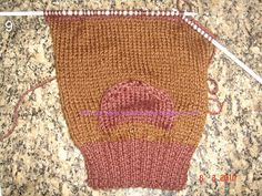 Tecendo Arte-Tricô & Crochê: Passo a Passo - Meia Tricô agulhas retas - Tam. 35 Knitted Hats, Knitting Patterns, Diy And Crafts, Reusable Tote Bags, 35, Slipper, Knit Baby Booties, Knitted Slippers, Crochet Winter