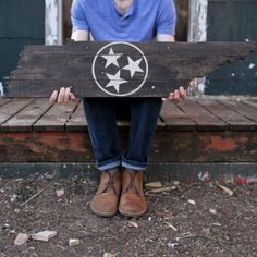 Items similar to Tennessee Tristar Wood Slice Centerpiece Table_Rustic-Decor on Etsy Wooden Pallet Crafts, Pallet Art, Wooden Pallets, Pallet Wood, Pallet Ideas, Pallet Painting, Pallet Signs, Barn Wood, Wine Racks