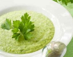 Cold Zucchini Soup Recipe: This light healthy soup can be made up to three days ahead and refrigerated in an airtight container. For a vegetarian soup, use vegetable broth instead of chicken broth. Vegetarian Soup, Healthy Soup, Healthy Recipes, Zucchini Soup, Pea Soup, Bariatric Recipes, Spring Recipes, Soup And Salad, Hummus