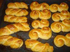 Krížikové vyšívanie Pretzel Bites, Cross Stitch, Bread, Food, Punto De Cruz, Seed Stitch, Brot, Essen, Cross Stitches