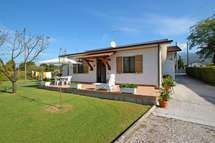 Vacation Apartments, Villas, Tuscany, Shed, Outdoor Structures, Italy, Homes, Book, Holiday
