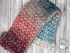 Moonlight Stroll Infinity Scarf - Free Crochet Pattern - 💕amel💕 - Moonlight Stroll Infinity Scarf - Free Crochet Pattern Moonlight Stroll Infinity Scarf - Free Crochet Pattern - Scarf of the Month Club hosted by The Stitchin' Mommy and Oombawka Design Crochet Scarves, Crochet Yarn, Easy Crochet, Crochet Clothes, Crochet Stitches, Free Crochet, Crochet Granny, Double Crochet, Single Crochet