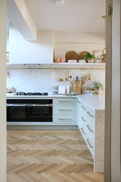 home accents kitchen Pale green kitchen with parquet flooring and gold and pink accents Green Kitchen, New Kitchen, Kitchen Decor, Kitchen Ideas, Parquet Flooring, Kitchen Flooring, Home Accents, Pink Accents, Restaurant Kitchen