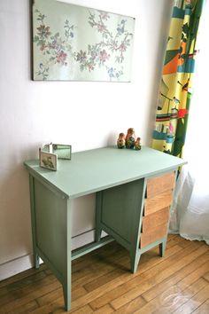 Desk Makeover, Furniture Makeover, Diy Deco Rangement, Vintage Girls Rooms, Sewing Desk, Minimal Decor, Whitewash, Kid Table, Wood Creations