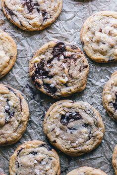 Dark Chocolate Chunk White Chocolate Chip Macadamia Nut Cookies w/ Brown Butter & Sea Salt | HonestlyYUM (honestlyyum.com)