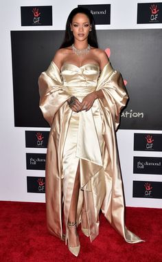 Rihanna Stuns in Gold Dior Gown at Annual Diamond Ball Moda Rihanna, Estilo Rihanna, Rihanna Fenty, Looks Rihanna, Rihanna Style, Rihanna Red Carpet, Rihanna Diamonds, Dior Gown, Rihanna Outfits