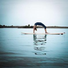 Yoga on a surf board! Paddle Board Yoga, Surf Board, Sup Stand Up Paddle, Sup Yoga, Yoga Journal, Online Yoga, Outdoor Workouts, Easy Workouts, Daily Motivation