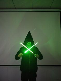 Il existe différents hilts et couleurs de l'épée laser à choisir de Laserpuissant.com. Nous garantissons la plus haute qualité d'épées laser.