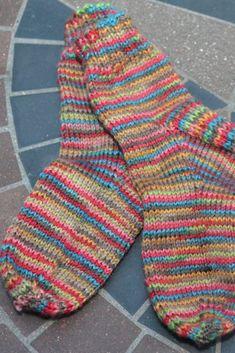 Bolso de ganchillo Titan Tapestry - Crochet 365 Knit Too Knitted Socks Free Pattern, Crochet Socks, Mittens Pattern, Knitting Patterns, Knitting Tutorials, Crochet Granny, Knitting Ideas, Scarf Patterns, Knitted Slippers