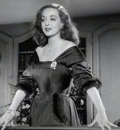 All about eve - Love this dress, the pockets! Old Hollywood Glamour, Golden Age Of Hollywood, Vintage Hollywood, Hollywood Stars, Classic Hollywood, Hollywood Icons, Joan Crawford, Classic Actresses, Hollywood Actresses