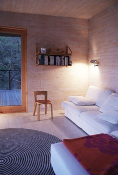 Rakas vanha valkoinen taloni Couch, Furniture, Home Decor, Settee, Decoration Home, Sofa, Room Decor, Home Furnishings, Sofas