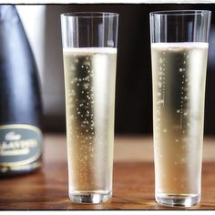 Modern stemless champagne flutes. need to do some sleuthing to find out the brand.