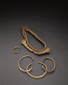 """Avril 2016 :  """"Ceinture"""", torques et bracelets en or, provenant de Guines Vers 1200-1000 av. JC. Age du bronze moyen et final © MAN / L. Hamon"""