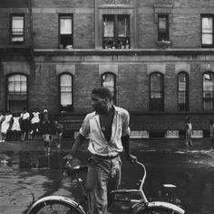 Untitled, 1948 According to Parks, this is Red Jackson, a young Harlem gang leader. Photo credit: Gordon Parks — at New York City, Harlem. Park Photography, Glamour Photography, People Photography, Vintage Photography, Photography Portraits, Classic Photography, History Of Photography, Photography Ideas, Fashion Photography