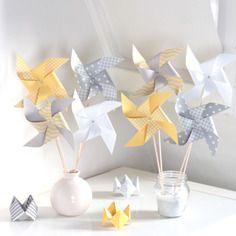 8 moulins à vent, coloris gris, jaune, blanc